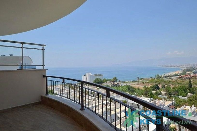2-bedroom apartment with perfect view in Alanya title=