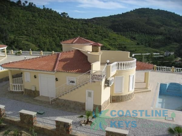 Villa in Alanya with breathtaking sea view title=