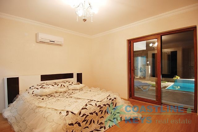 Cosy villas in Alanya with sea and mountains view title=