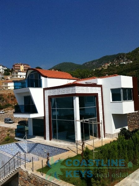 Exclusive villas in Alanya with sea view title=