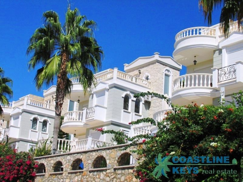 Luxury villa near the sea at a special price in Alanya title=