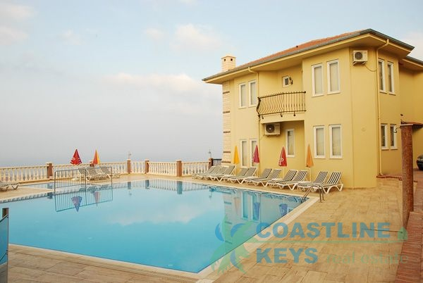 Villa for rent with private pool in Goldcity title=
