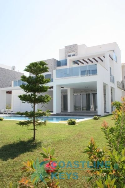 Elegant villa in Side title=