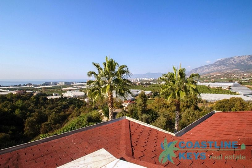 Villa with pool and perfect sea view in Alanya title=