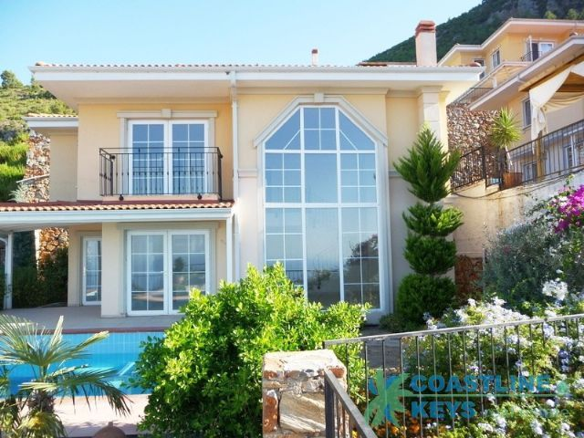 Villas in Alanya with panoramic sea view title=