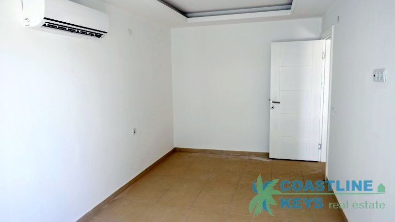 Cozy 1- bedroom apartment in a luxury complex title=