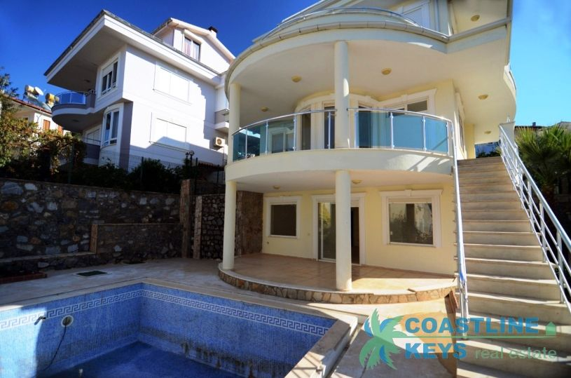 Villa with private pool in Kargicak title=