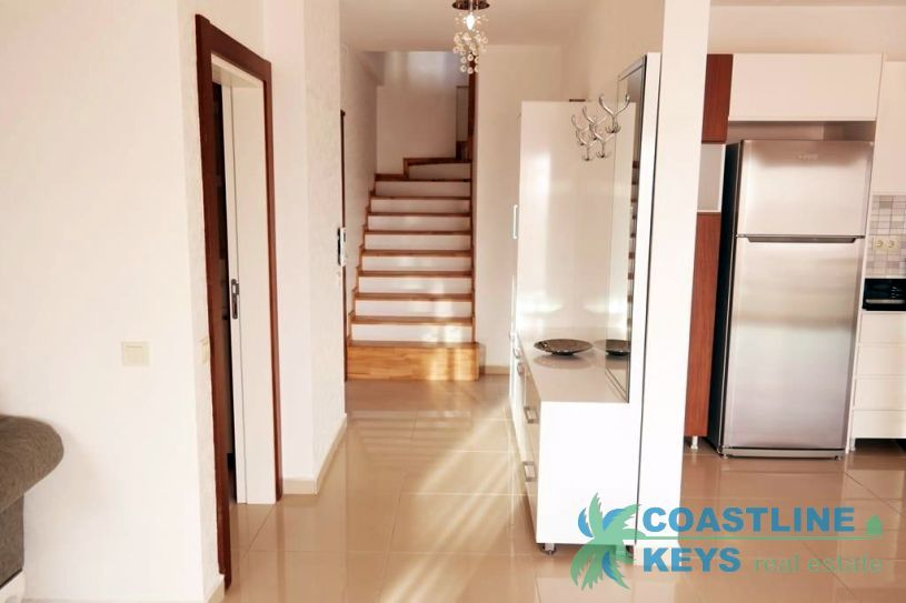 4-bedrooms furnished penthouse with nice view in Alanya title=