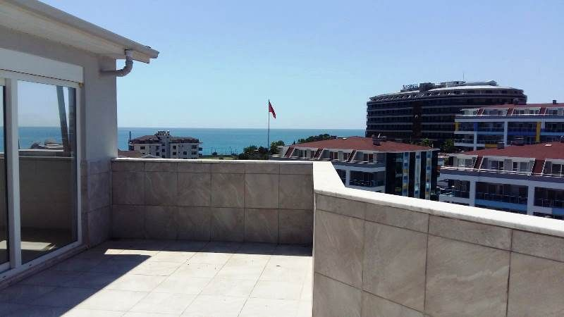 Laerge penthouse 5+1 around the sea! title=