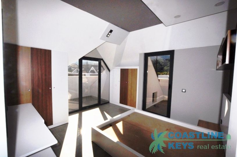 Unique residence with beautiful mountains view in Kemer title=