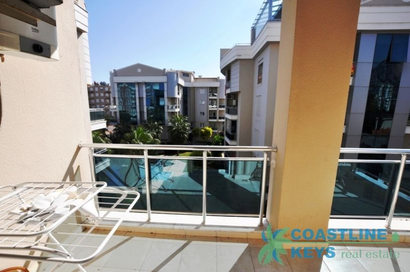 Furnished 2-bedroom apartment in good complex, Antalya title=