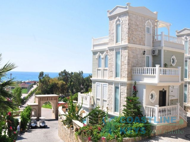 Brand new villas in Alanya with sea view title=