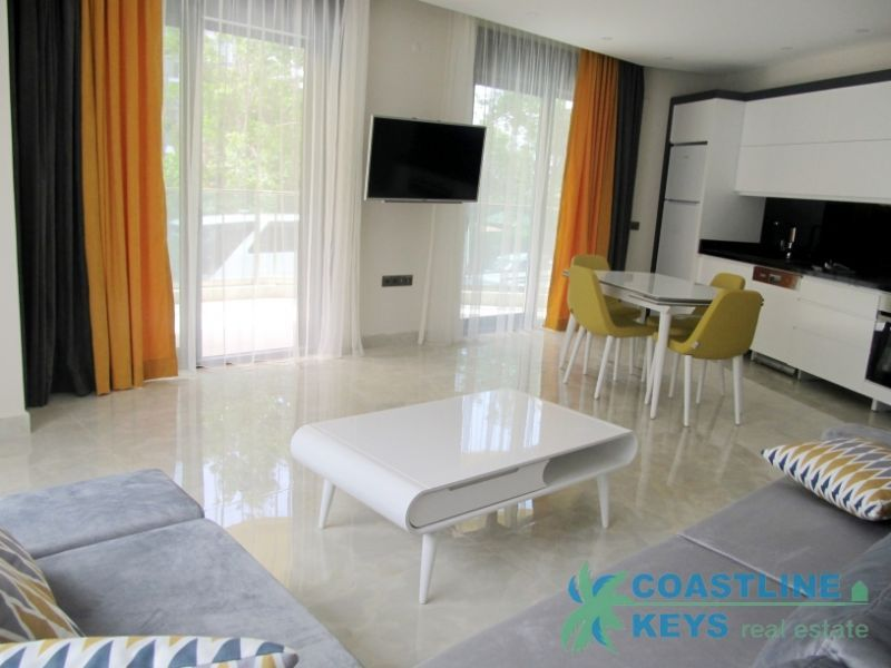2-bedroom furnished apartment near the sea in Alanya title=