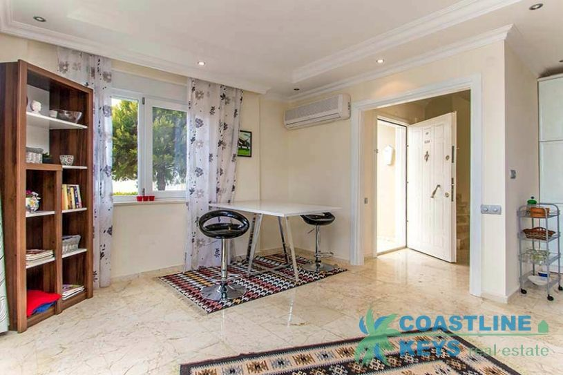 Budget Villa with sea view in Alanya title=