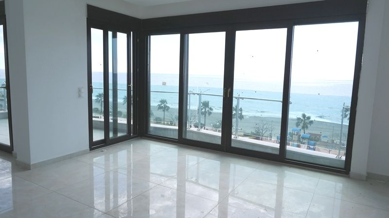 Big penthouse on the 1st line 5+1! title=