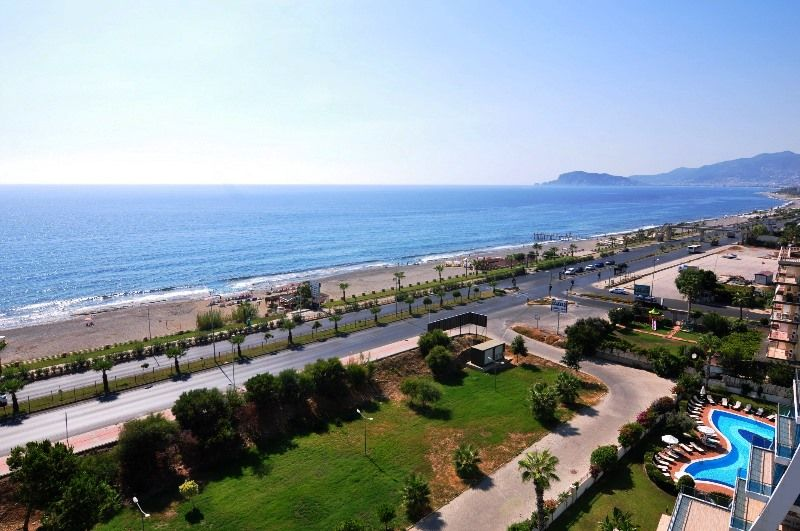 Suber large penthouse 4+2 on the 1st line in Alanya! title=